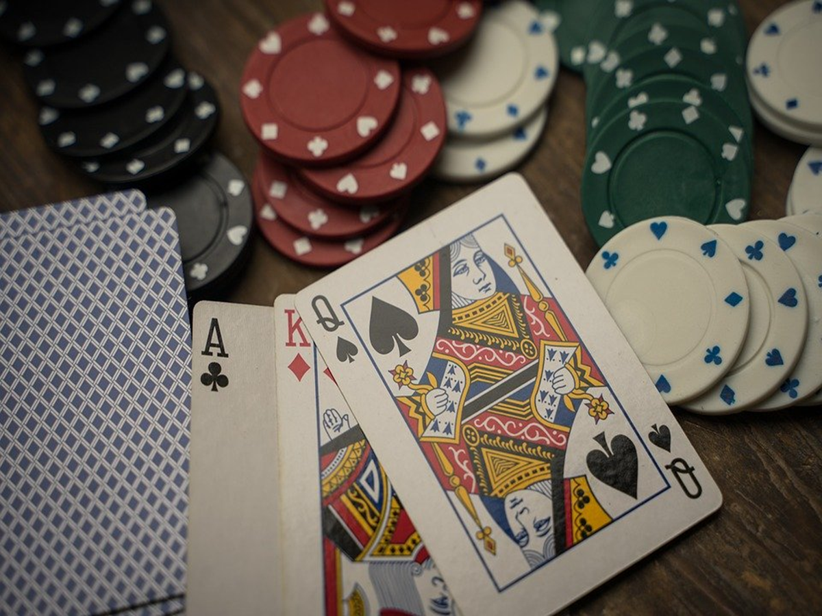 How to Play at an Online Casino for First-Time Gamblers